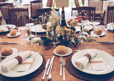 Decoración de mesas en una boda en el Pazo de Sergude. Foto: Noire et Blanche